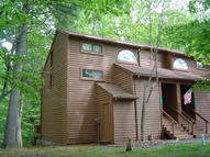 148 English Ct Bushkill PA, 18324