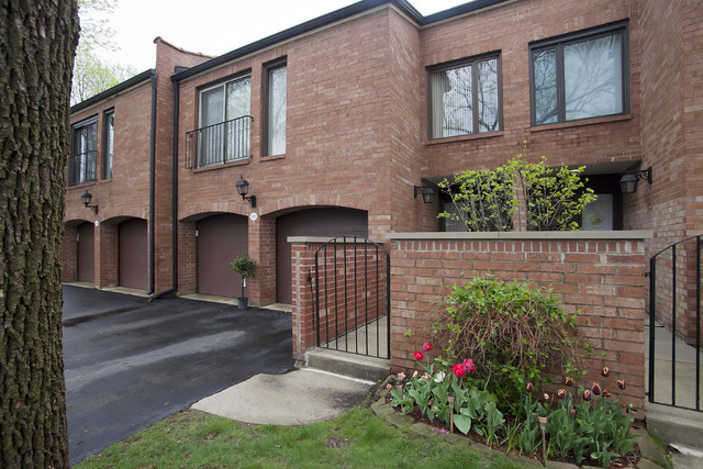 2s727 Williamsburg Court Oak Brook IL, 60523