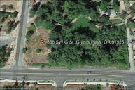 1866 Sw G St Grants Pass OR, 97526