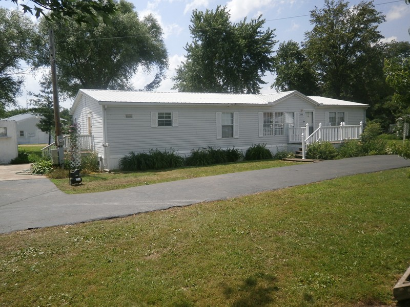109 S Hills Highway Ewing IL, 62836