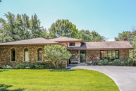 15 West Brittany Drive Arlington Heights IL, 60004