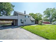 54 Greenbriar Rd Levittown PA, 19057