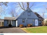 10 Ring Ln Levittown PA, 19055