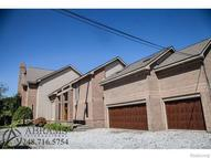 1387 Rivona Drive Waterford MI, 48328