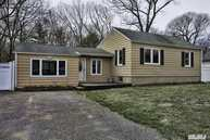 204 Holly Ln Smithtown NY, 11787