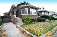 7546 S Crandon Ave Chicago IL, 60649