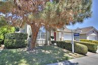 40270 Strawflower Way Fremont CA, 94538