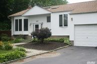 127 S Plaisted Ave Hauppauge NY, 11788