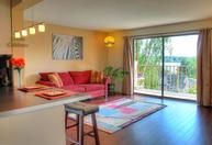911 N 73rd St #405 Seattle WA, 98103