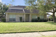 307 Woodcombe Houston TX, 77062