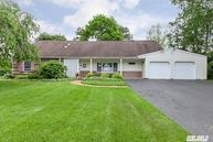 52 Lakeside Dr Lake Ronkonkoma NY, 11779
