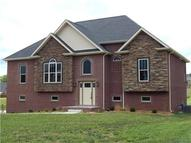 1018 Fox Hollow Pl Adams TN, 37010