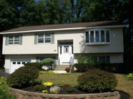 1 Jules Dr Colonie NY, 12205