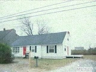 52 Seymour Dr Shirley NY, 11967