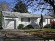 11 Elgar St East Northport NY, 11731