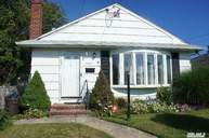 32a Buchanan Ave Amity Harbor NY, 11701