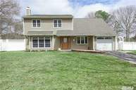7 Shelley Ct Middle Island NY, 11953