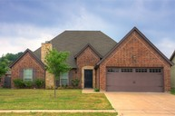 557 Sterling Dr Fort Worth TX, 76126
