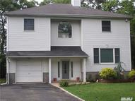13 Greencrest St Lake Grove NY, 11755