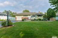 19 Howell Dr Smithtown NY, 11787