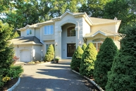1 Bay Ct Paramus NJ, 07652