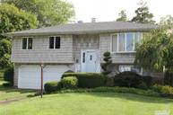 43 Whalen Ct Brentwood NY, 11717