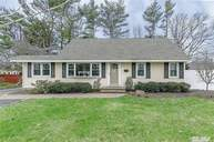 551 5th St East Northport NY, 11731