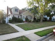 882 Woodside Dr Wantagh NY, 11793