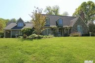 6 Spring Bay Ln Huntington NY, 11743