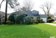 15 Oakley Ln East Williston NY, 11596