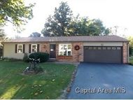 517 S 7th Girard IL, 62640