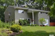 3 Centerview Trl Ridge NY, 11961