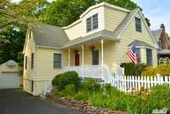 35 Grove St Cold Spring Harbor NY, 11724