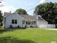 15 Stoothoff Rd East Northport NY, 11731