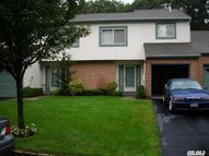 18 Timber Ridge Dr Holtsville NY, 11742