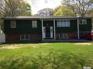 38 Country Greens Dr Bellport NY, 11713