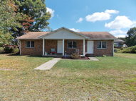 2813 Ritter Dr Shady Spring WV, 25918