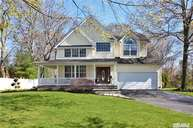 10 Oakwood Ct Lake Grove NY, 11755