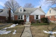 254 Cushing Ave Williston Park NY, 11596