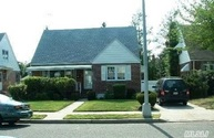 81-34 266th St Floral Park NY, 11004