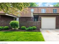 9337 Sussex Dr Olmsted Falls OH, 44138