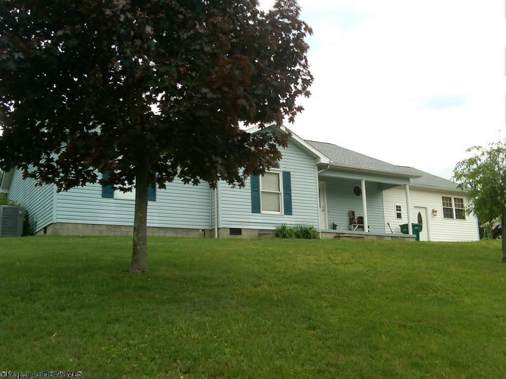 42 N Whipperwill Hill Gassaway WV, 26624