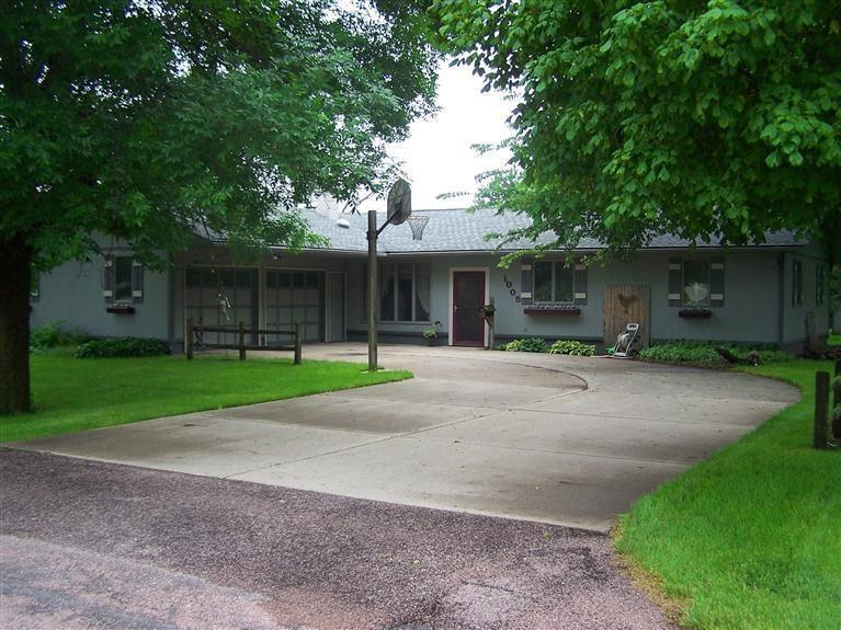 1005 17th St Hawarden IA, 51023
